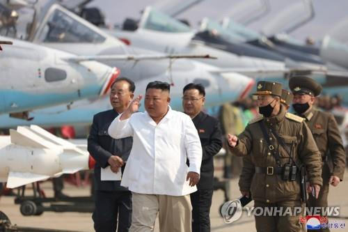 North Korean leader Kim Jong-un (C) inspects a pursuit assault plane group under the Air and Anti-Aircraft Division in the western area in this photo released on April 12, 2020, by the North's official Korean Central News Agency. (For Use Only in the Republic of Korea. No Redistribution) (Yonhap)