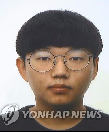 На этой фотографии, предоставленной агентством политики провинции Северный Кенсан, изображен Мун Хен-Вук,ключевой подозреваемый в громком деле о сексуальных преступлениях Telegram. (Нет распределения) (Yonhap)