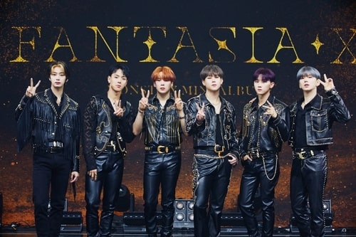 "This photo provided by Starship Entertainment shows boy band Monsta X posing for photos during a media showcase for the group's new EP record, ""Fantasia X,"" held in Seoul on May 26, 2020. (PHOTO NOT FOR SALE) (Yonhap)"