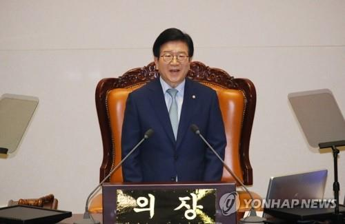 Rep. Park Byeong-seug of the Democratic Party delivers his acceptance speech after being elected as the first speaker of the 21st National Assembly on June 5, 2020. (Yonhap)