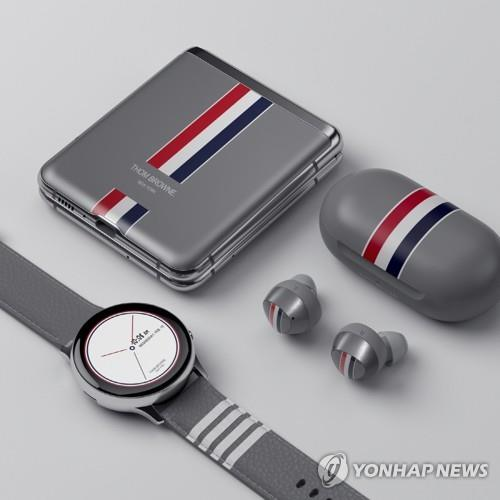 This photo provided by Samsung Electronics Co. on Feb. 13, 2020, shows the Galaxy Z Flip Thom Browne edition. (PHOTO NOT FOR SALE) (Yonhap)
