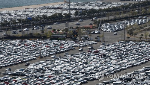 This undated file photo shows Hyundai Motor's vehicles waiting to be shipped amid the coronavirus outbreak at its port in Ulsan, 414 kilometers southeast of Seoul. (Yonhap)