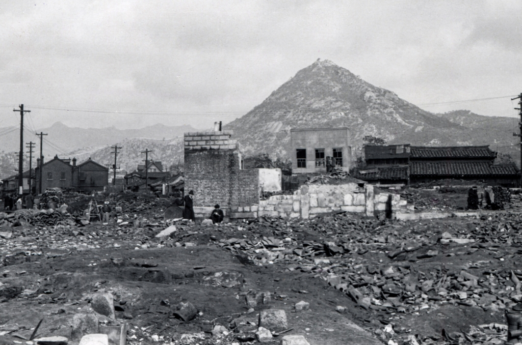 This photo taken by the ICRC in January 1952 shows Seoul devastated by massive bombing. (PHOTO NOT FOR SALE) (Yonhap)
