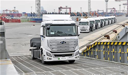(LEAD) Hyundai ships hydrogen trucks to Switzerland for 1st time