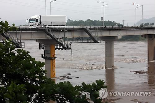 This file photo shows the Pilseung Bridge in the upper region of the Imjin River. (Yonhap)