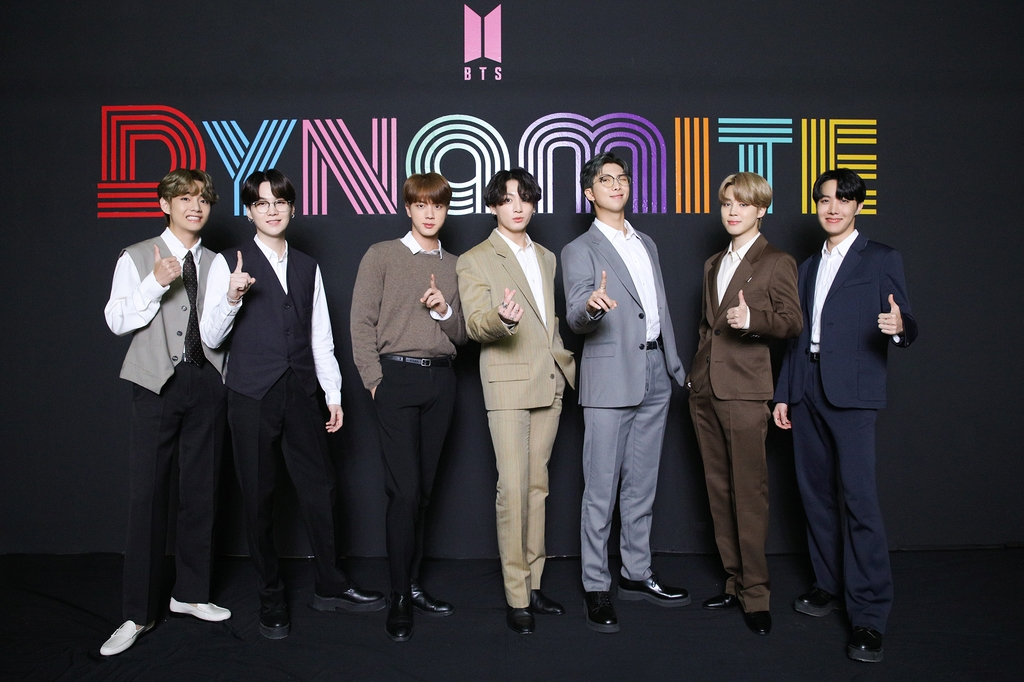 "This photo, provided by Big Hit Entertainment on Sept. 2, 2020, shows members of K-pop sensation BTS posing for photos during an online press conference to celebrate the band's single ""Dynamite"" debuting at No. 1 on the Billboard Hot 100 chart. (PHOTO NOT FOR SALE) (Yonhap)"
