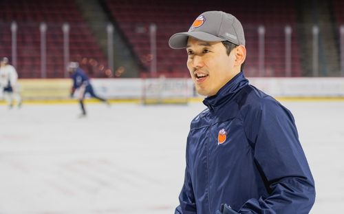 Korean-American hockey coach Sam Kim rides work ethic to NHL job