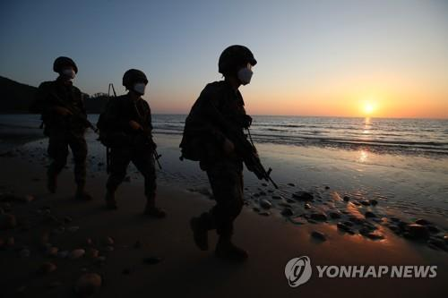 South Korean marines patrol a beach on the western border island of Yeonpyeong on Sept. 28, 2020, amid tensions over North Korea's killing of a South Korean official in its waters on Sept. 22. (Yonhap)