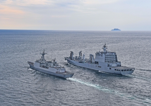 This photo provided by the Navy on Oct. 14, 2020, shows the 4,400-ton destroyer Kang Gam-chan (L) and the 10,000-ton logistics support ship Soyang. (PHOTO NOT FOR SALE) (Yonhap)
