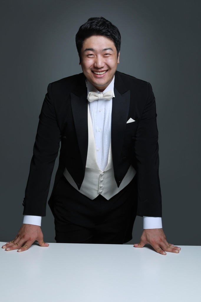 This photo provided by Arts & Artists shows baritone Kim Gihoo. (PHOTO NOT FOR SALE) (Yonhap)