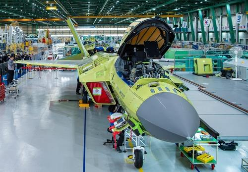 This photo, provided by the arms procurement agency, shows a prototype of South Korea's first indigenous fighter jet, the KF-X, at a Korea Aerospace Industries (KAI) plant in the southeastern city of Sacheon on Feb. 24, 2021. (PHOTO NOT FOR SALE) (Yonhap)