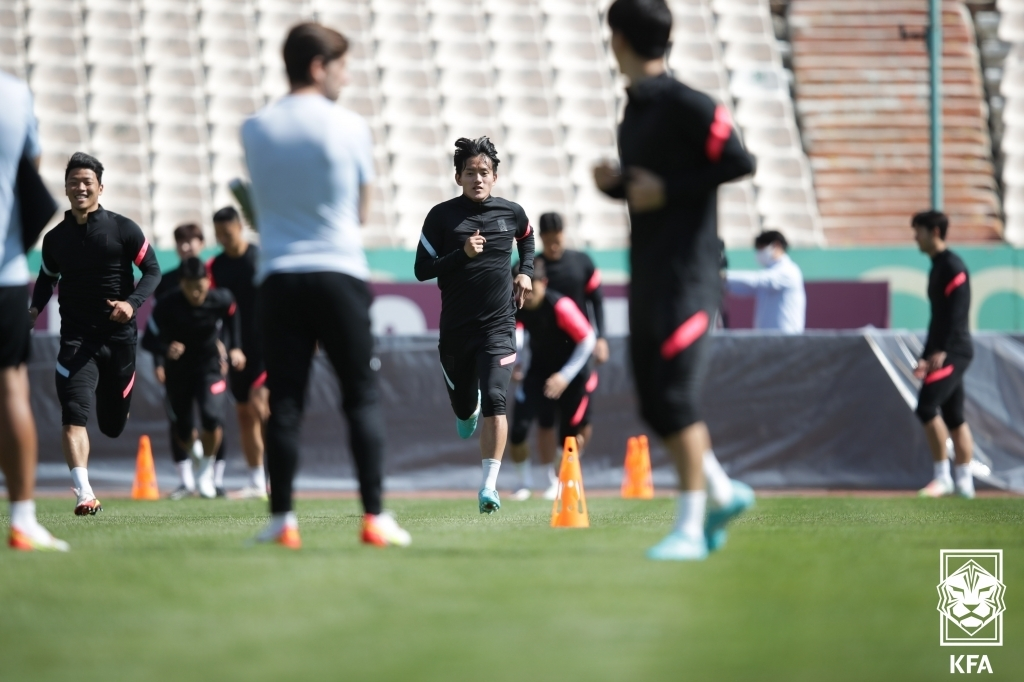 South Korean players train at Azadi Stadium in Tehran on Oct. 11, 2021, a day before a World Cup qualifying match against Iran, in this photo provided by the Korea Football Association. (PHOTO NOT FOR SALE) (Yonhap)