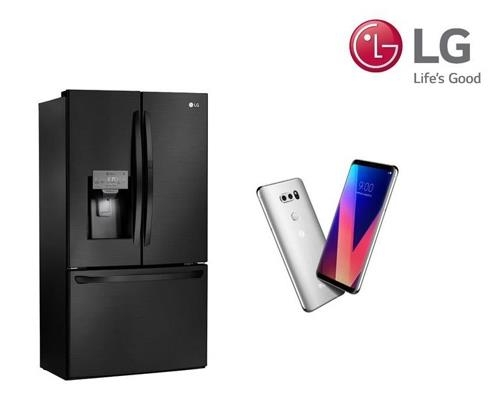 Le réfrigérateur LG Smart Magic Space (à g.) et le smartphone LG V30. © LG Electronics Inc.