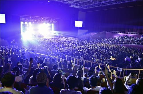 강렬한 록과 조명의 환상 쇼…이매진 드래곤스 내한공연 | 연합뉴스