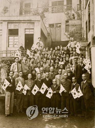 충칭 대한민국임시정부에서 광복을 맞이한 임정요인들.(독립기념관 제공)