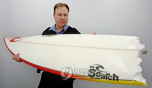 상어 공격으로 파손된 서핑보드