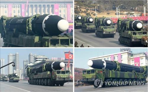 열병식에 등장한 화성-15형 미사일