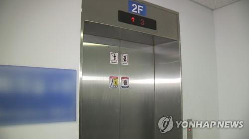 아파트 엘리베이터