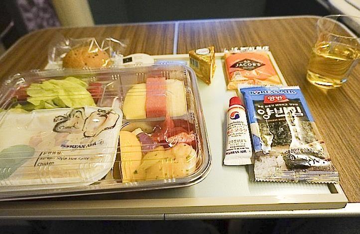 코로나 사태가 가져온 변화…일등석 승객에게 제공된 기내식 [독자 제공]