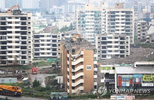 2019년 8월 철거공사 중인 둔촌주공아파트
