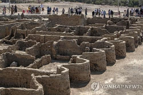 이집트 발굴팀이 남부 룩소르 서안에서 발굴한 3천400년 전 도시 유적지 전경