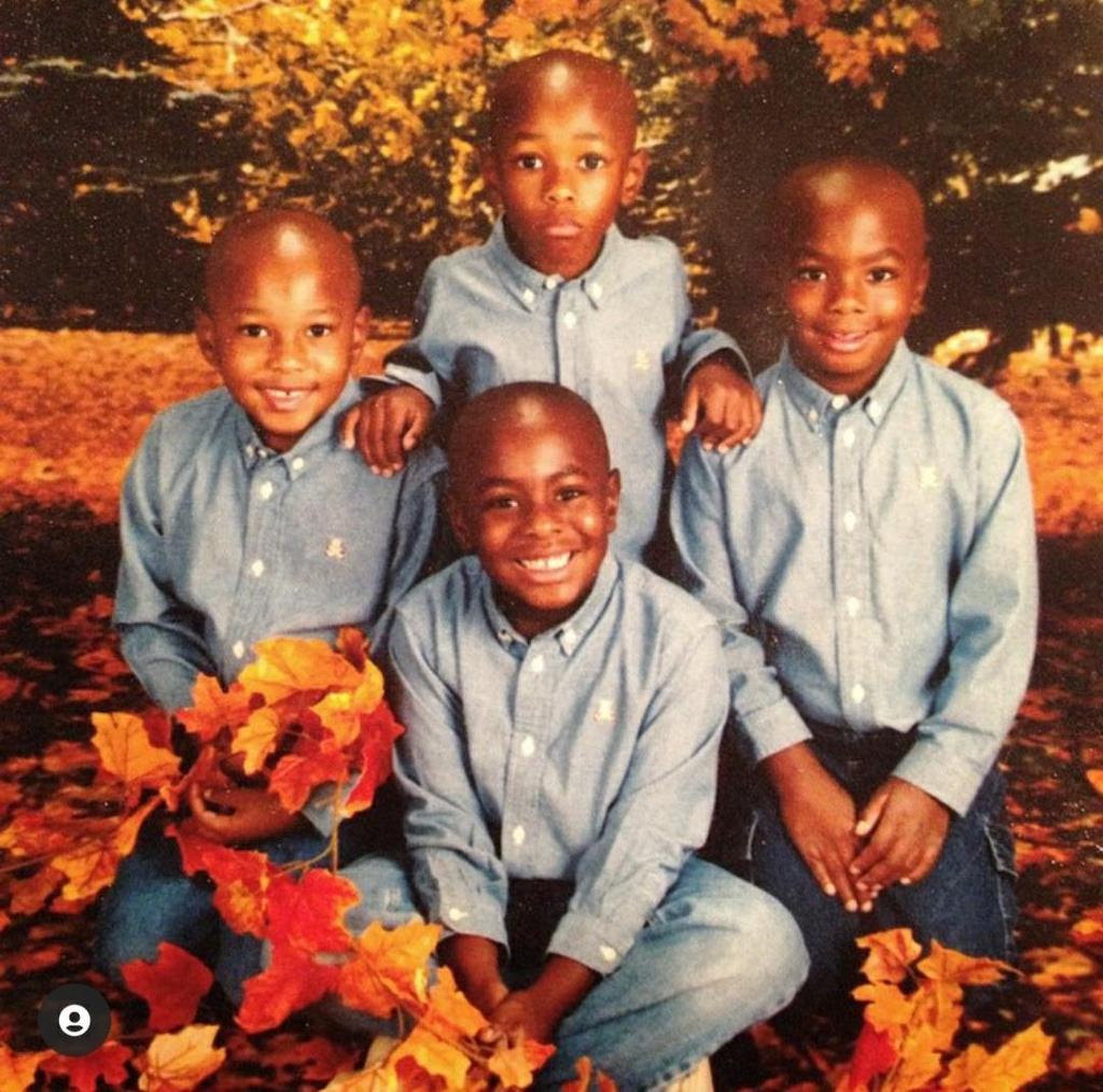 예일대 졸업하는 네쌍둥이 어린 시절.