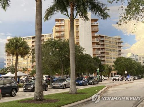 미국 플로리다주에서 안전 우려로 대피 명령이 내려진 크레스트뷰 타워[AP=연합뉴스]