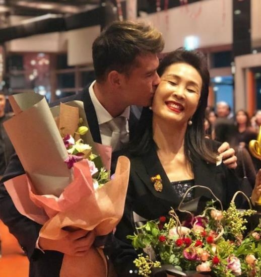 Rugby team Andrezin Coquiyard (left) and his mother Dongsoo Kim
