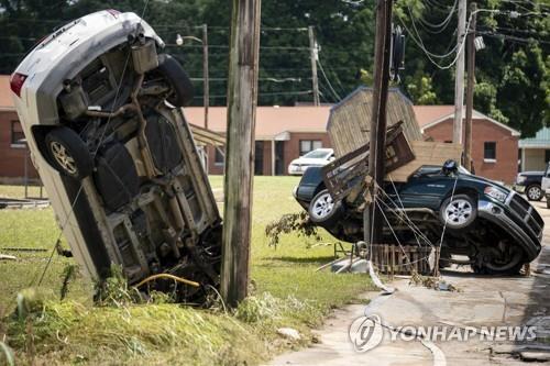 21일(현지시간) 미국 테네시주의 기록적인 폭우로 파손된 차량들. [테네시주민 앤드루 넬스 제공. AP=연합뉴스]