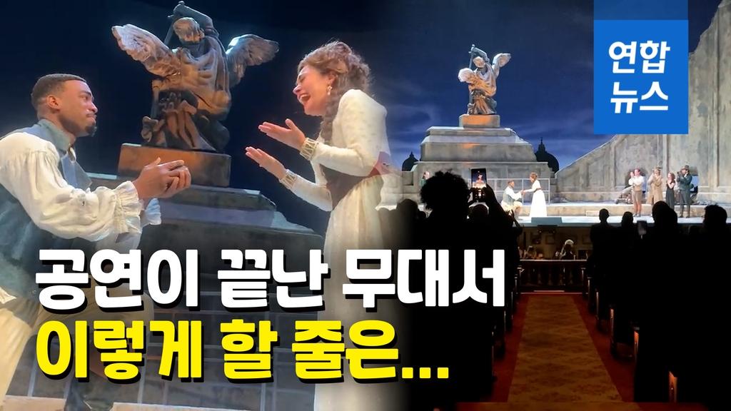 오페라 끝난 무대서 '깜짝 청혼'…객석은 더 요란한 기립박수[영상] - 2