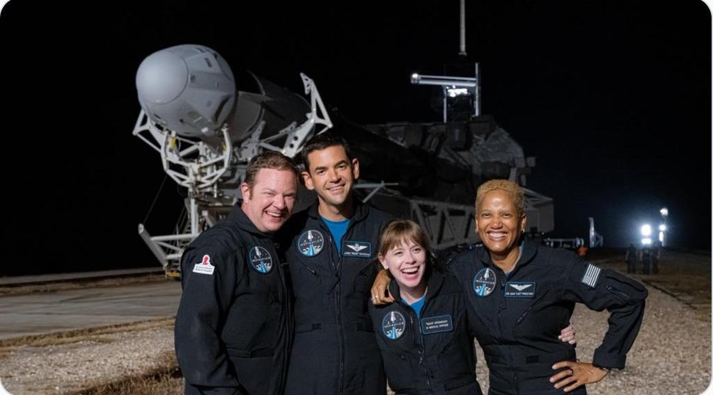 '인스퍼레이션4' 우주여행에 나서는 4명의 민간인 탑승객
