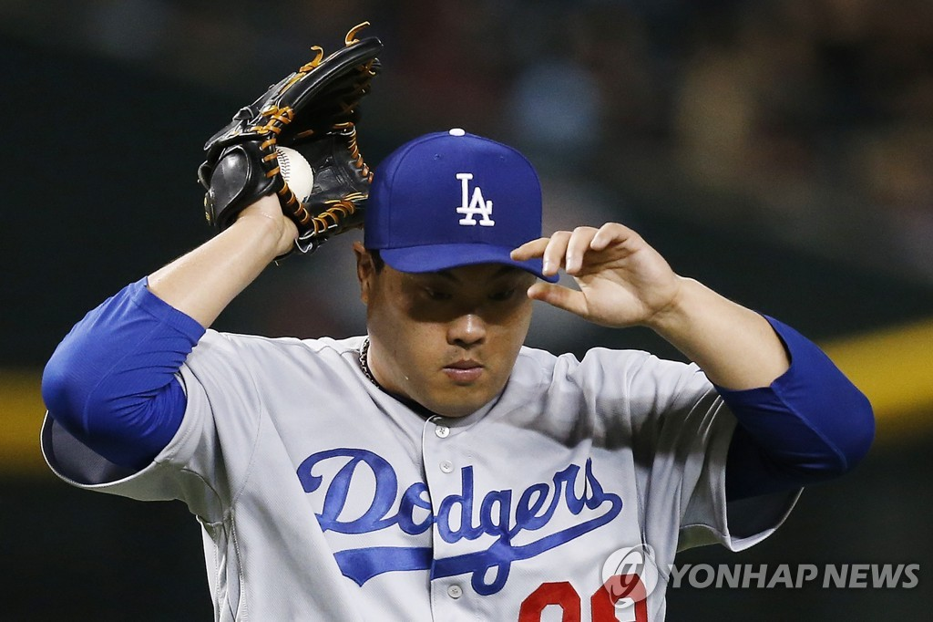 In this Associated Press file photo from Aug. 29, 2019, Ryu Hyun-jin of the Los Angeles Dodgers fixes his cap during the bottom of the fourth inning of a Major League Baseball regular season game against the Arizona Diamondbacks at Chase Field in Phoenix. (Yonhap)
