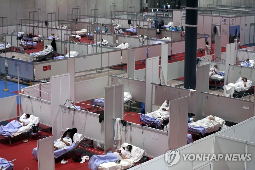 코로나19 임시병원 들어선 스페인 컨벤션센터 [AP=연합뉴스]