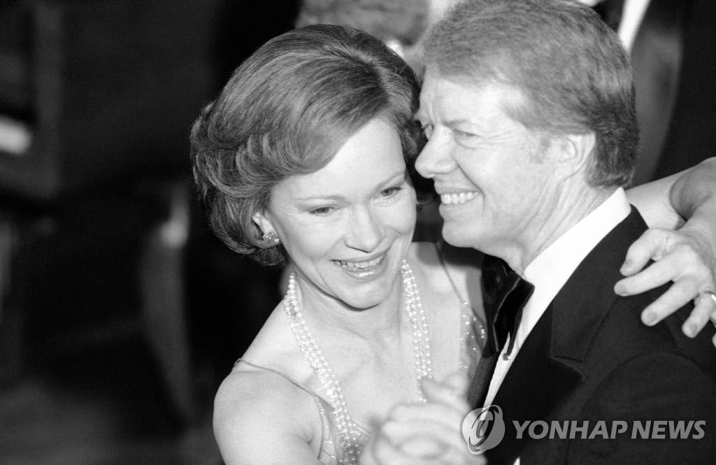 1978년 백악관에서 춤추는 카터 부부