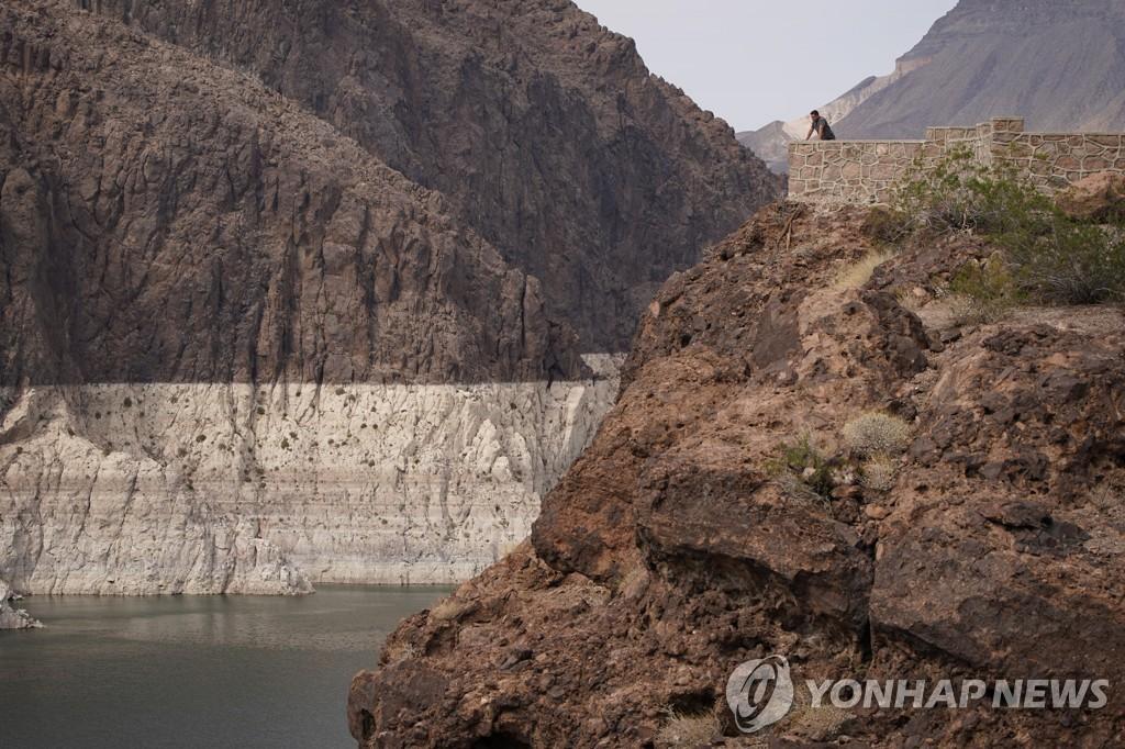 지난 13일 콜로라도강 미드호의 모습. 수위가 크게 낮아진 것이 눈에 띈다. [AP=연합뉴스]