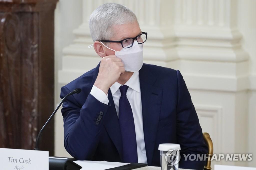 백악관 회의 참석한 팀 쿡 애플 CEO