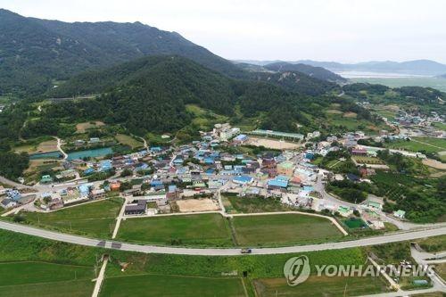 S. Korea announces 5-year, 175 tln-won balanced growth plan - 1