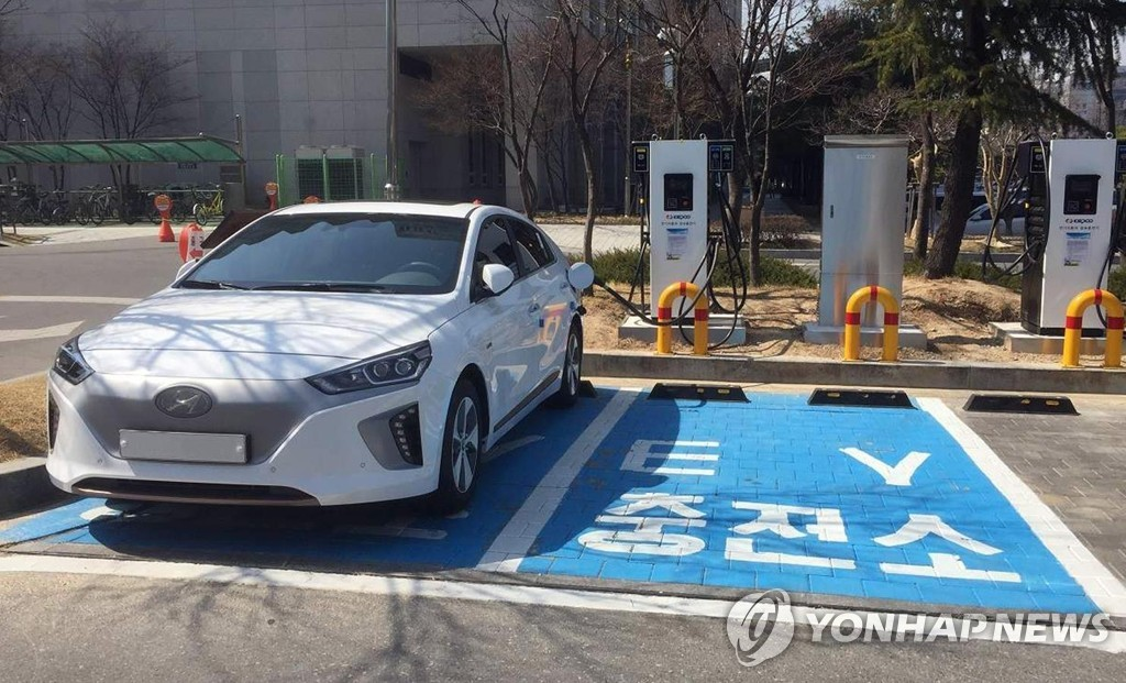 An electric vehicle fast charging station in Daejeon (Yonhap)