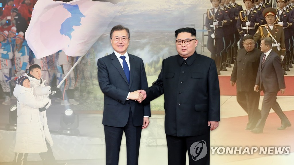 South Korean President Moon Jae-in (L) and North Korean leader Kim Jong-un (Yonhap)