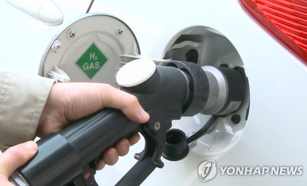 (LEAD) Seoul aims to supply hydrogen trucks in 2023 - 1