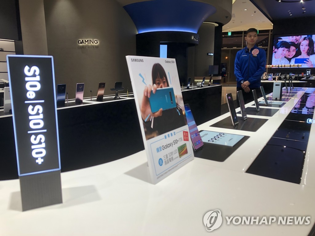 Samsung tops market for smartphone OLED display in Q2 - 1