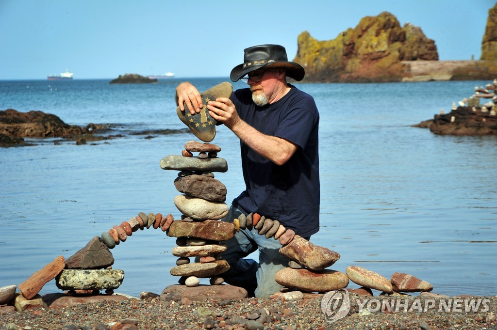 BRITAIN-LIFESTYLE-STONE-STACKING-SPORT-OFFBEAT