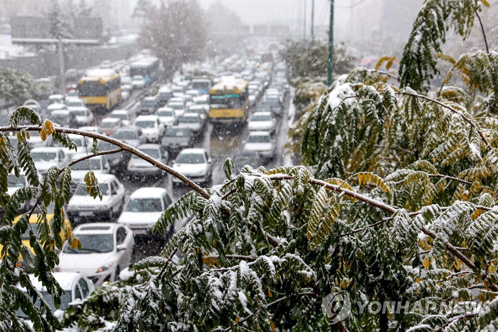 IRAN-WEATHER-TRANSPORT-SNOW