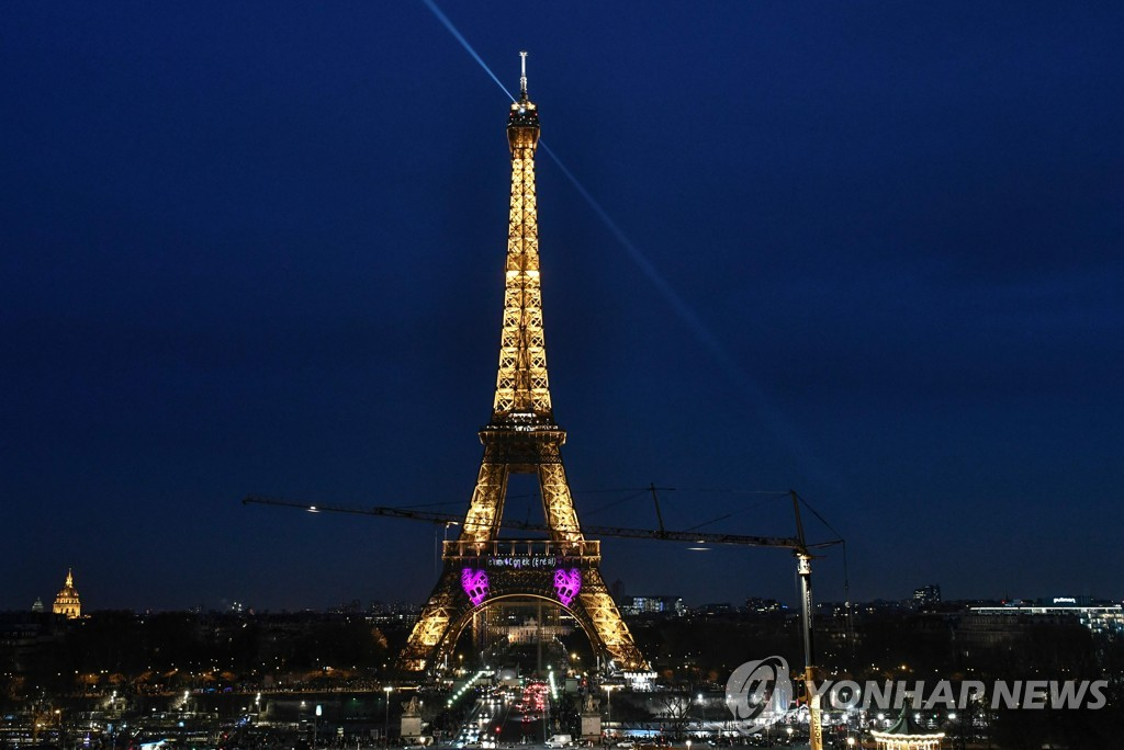 FRANCE-EIFFEL-VALENTINE-DAY