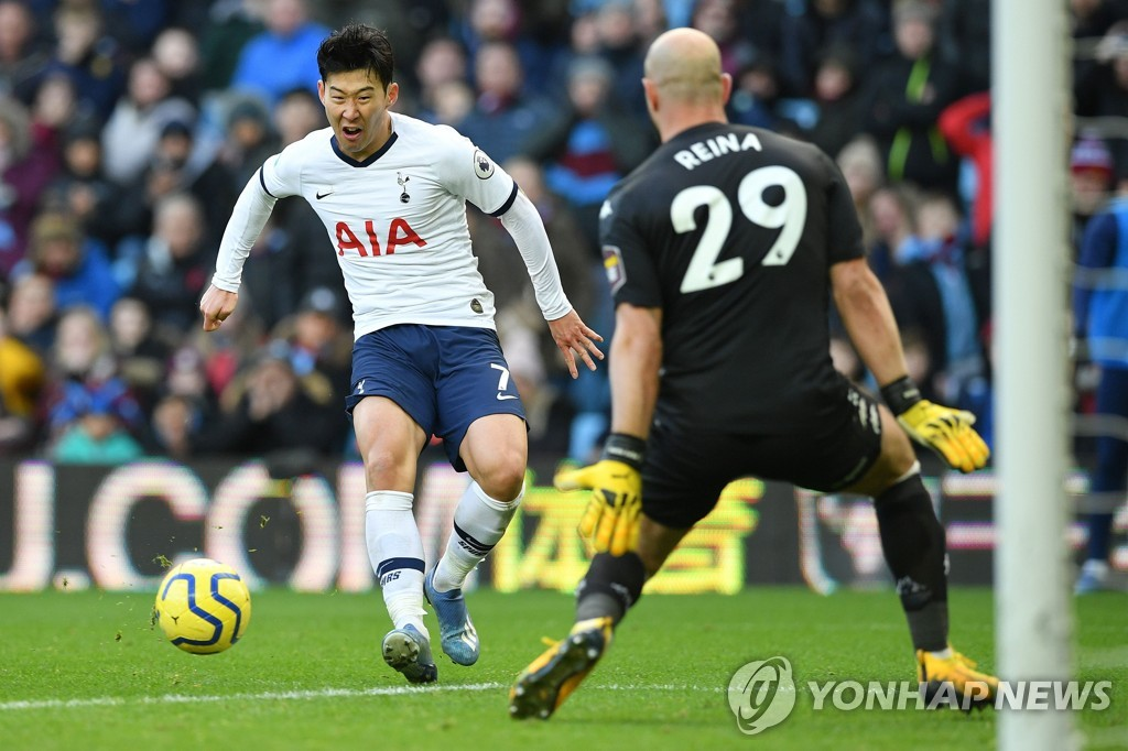 In this AFP photo, Son Heung-min of Tottenham Hotspur (L) scores past Aston Villa's Pepe Reina in a Premier League match at Villa Park in Birmingham, England, on Feb. 16, 2020. (Yonhap)