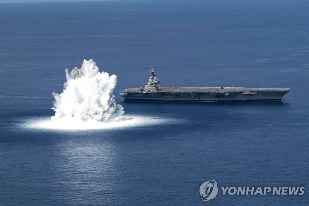 지난 18일 미국 플로리다주 바다에서 미 해군 최신예 항공모함 제럴드 포드호 '최대 선체 충격시험'(FSST)이 진행되고 있다. [미해군/AFP=연합뉴스]
