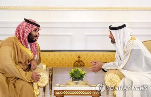 무함마드 사우디 왕세자(왼쪽)와 셰이크 무함마드 빈 자예드 알나흐얀 UAE 아부다비 왕세자