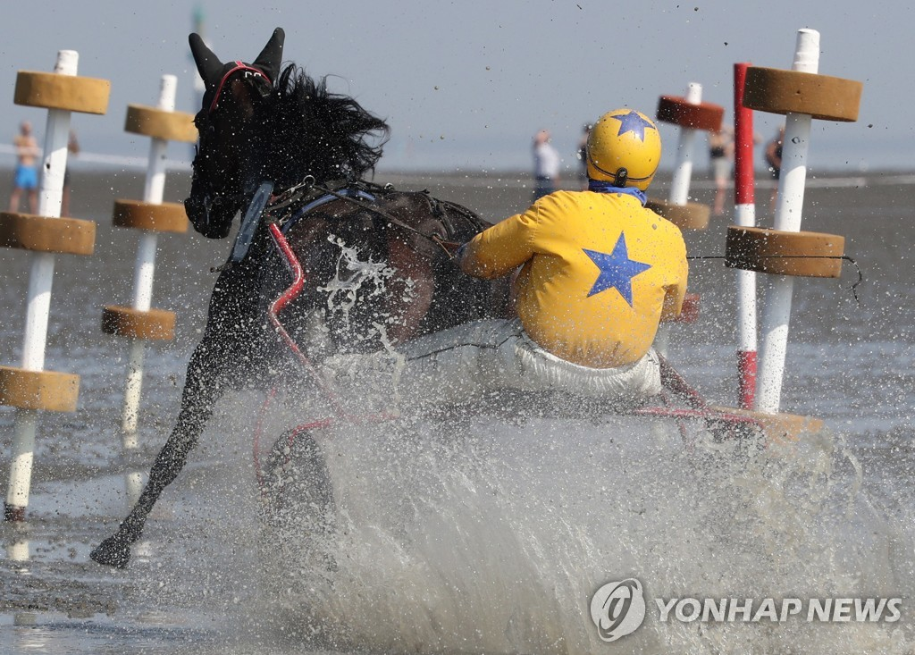 GERMANY EQUESTRIAN WADDEN SEA RACE