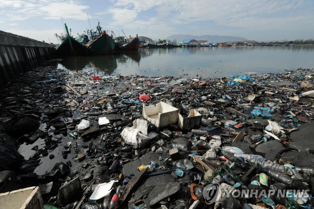 쓰레기 종착역이 돼버리고 있는 바다[EPA=연합뉴스 자료사진]