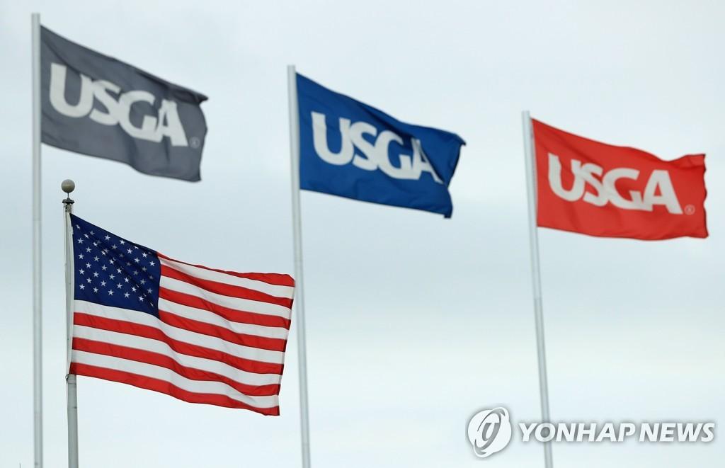 미국골프협회 깃발과 성조기.